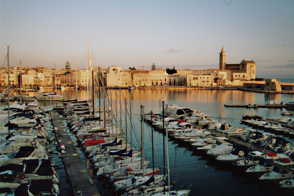 Trani, Hafen im Morgengrauen
