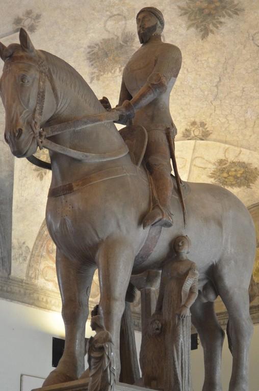 Mailand, Castello Visconteo-Sforzesco, Reiterstandbild für Bernabò Visconti