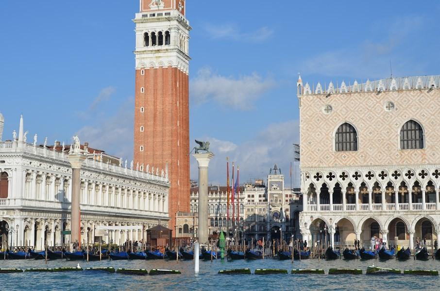 Biblioteca Marciana, Campanile di San Marco, Markusplatz und Dogenpalast (von links nach rechts)