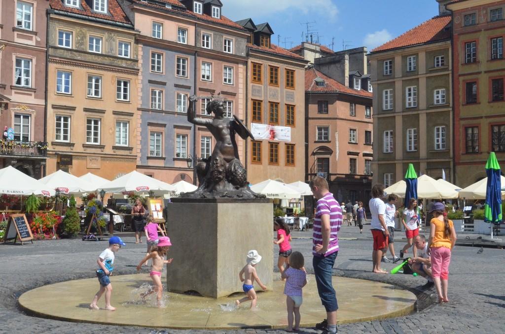 Warschau, Alter Markt mit Denkmal der Sirene