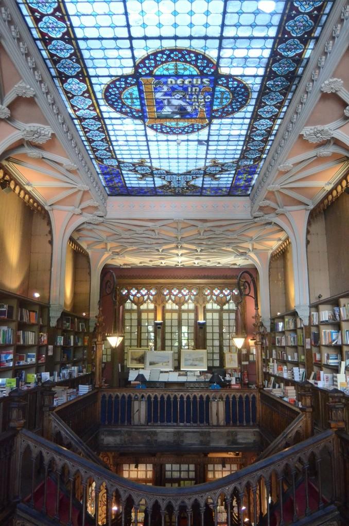 Porto, neogotisch eingerichtete Buchhandlung Lello