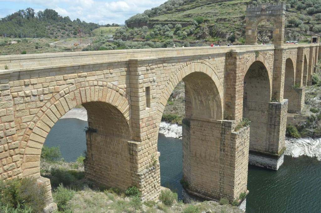 Römische Brücke von Alcántara (erbaut unter Kaiser Trajan, 98-117 n.Chr.)