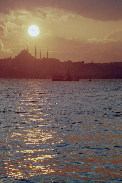 Istanbul, Blick vom Bosporus auf Süleymaniye-Moschee