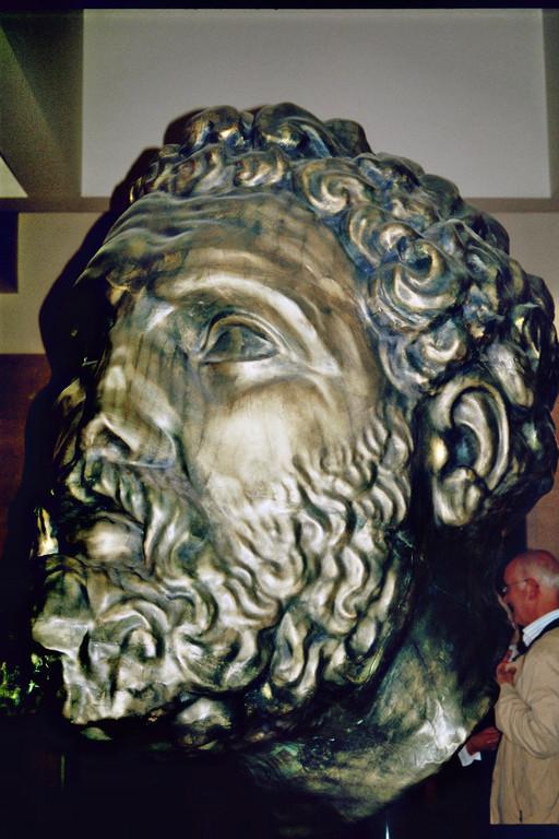 Kopf des Herakles von Tarent, Bronzereproduktion (Tarent, Archäologisches Nationalmuseum)