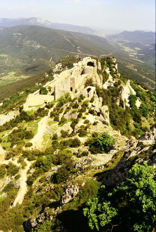 Château de Peyrepertuse, Blick von der Ober- auf die Unterburg