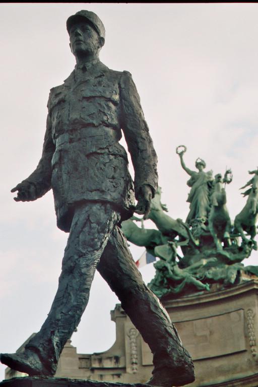 Paris, Place Clemenceau, Denkmal Charles de Gaulle