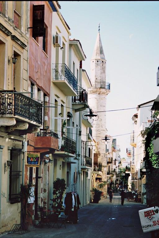 Chania, Altstadtgasse mit Minarett