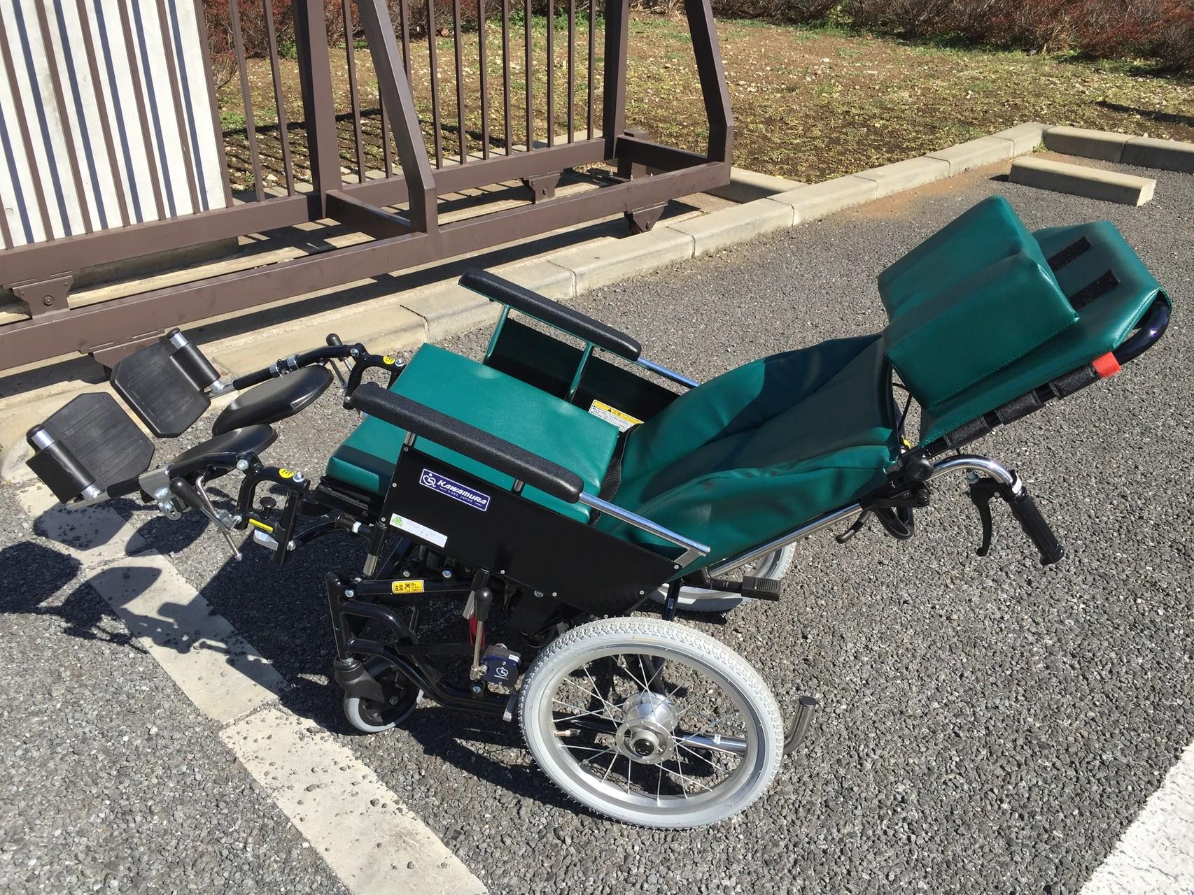 座り心地とホールド性を兼ね備えた、高性能なリクライニング車椅子