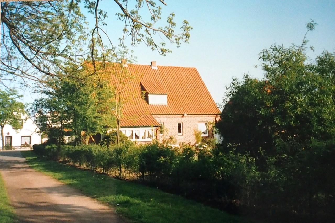 Das Haus Wurtleutewteute Nr. 35 vom Weg aus aufgenommen, zur Brake hin