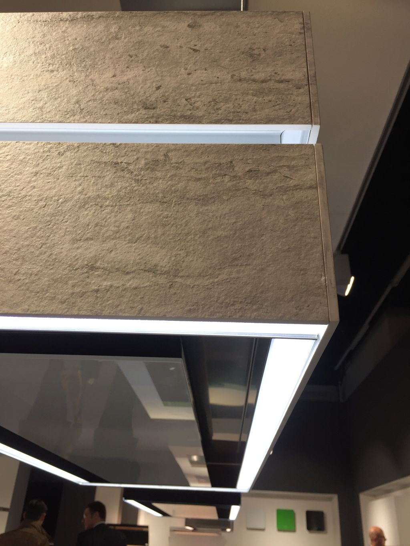 ... Sich Die Berbel Deckenlifthaube Skyline Edge An Beliebiger Position  Unter Der Decke Zurück. Dort Setzt Sie Als Dekoratives Lichtobjekt Schöne  Akzente.