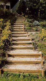 Stufen aus Rundhölzern
