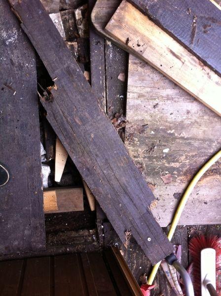 hier die gebrochene Holzdiele