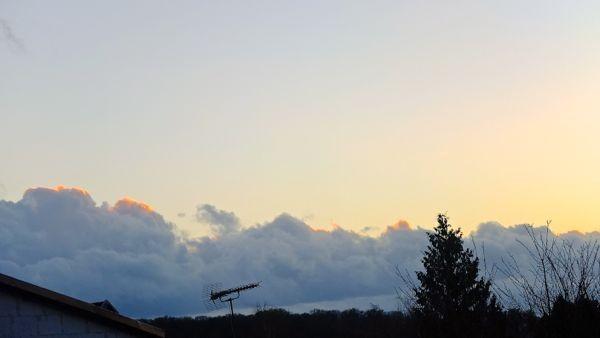ein 'glühender' Wolkenrand - in natur noch schöner!!!