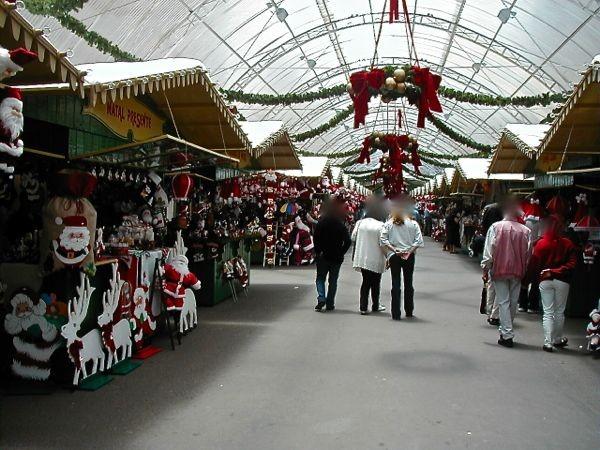 überall war vorweihnachtlich dekoriert