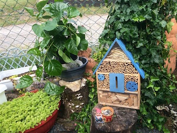 mein Insektenhotel - mein Geburtstagsgeschenk von einer sehr lieben Nachbarfamilie