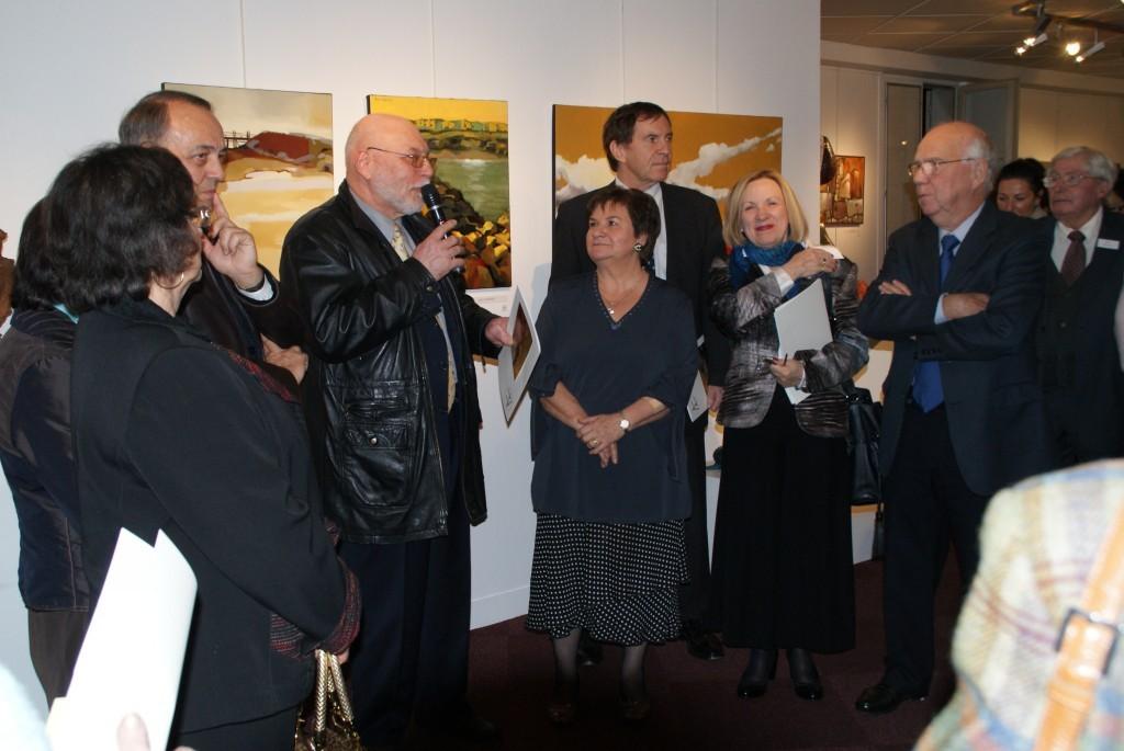 Monsieur Millet, Maire de Melun inaugure le vernissage....
