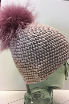 Mütze aus Lang Yarns Meriono+ Muster: immer nur 2 Maschen rechts und 2 Maschen links abwechselnd. Einfach zu Stricken, sieht aber sehr raffiniert aus!
