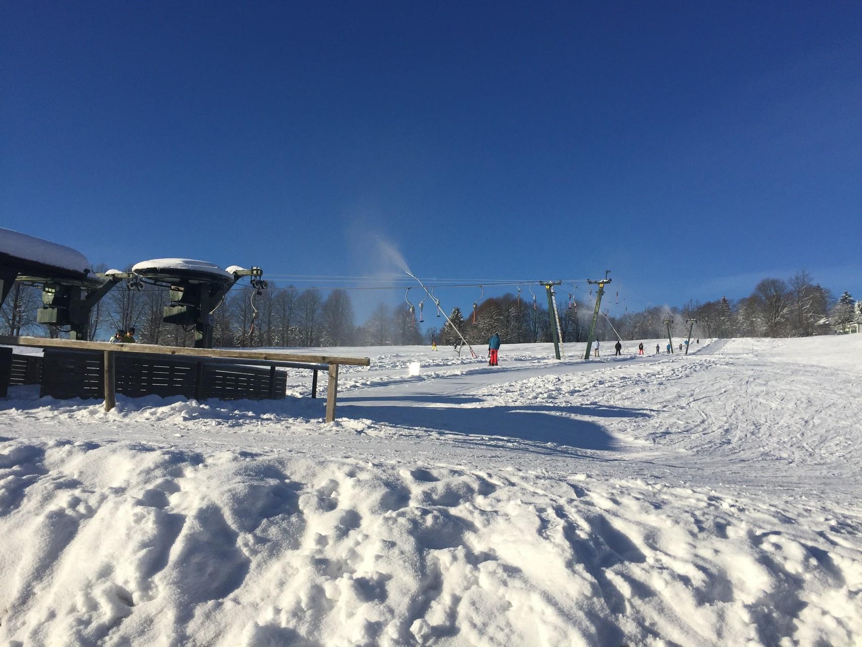 Der Schlepplift für Skifahrer