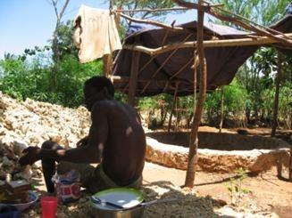 Brunnenbauer bei der Arbeit