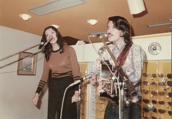 1971年 オープン記念にマイク眞木さんと前田美波里さんをお呼びしたそうです(^_^;)