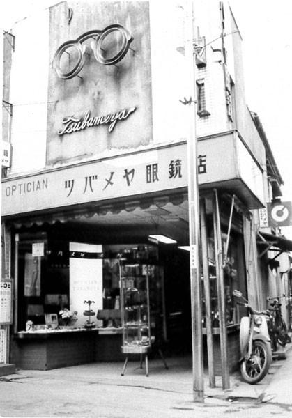 1968年 昭和43年 現カラオケ館の真向かいに商店が並んでいました。