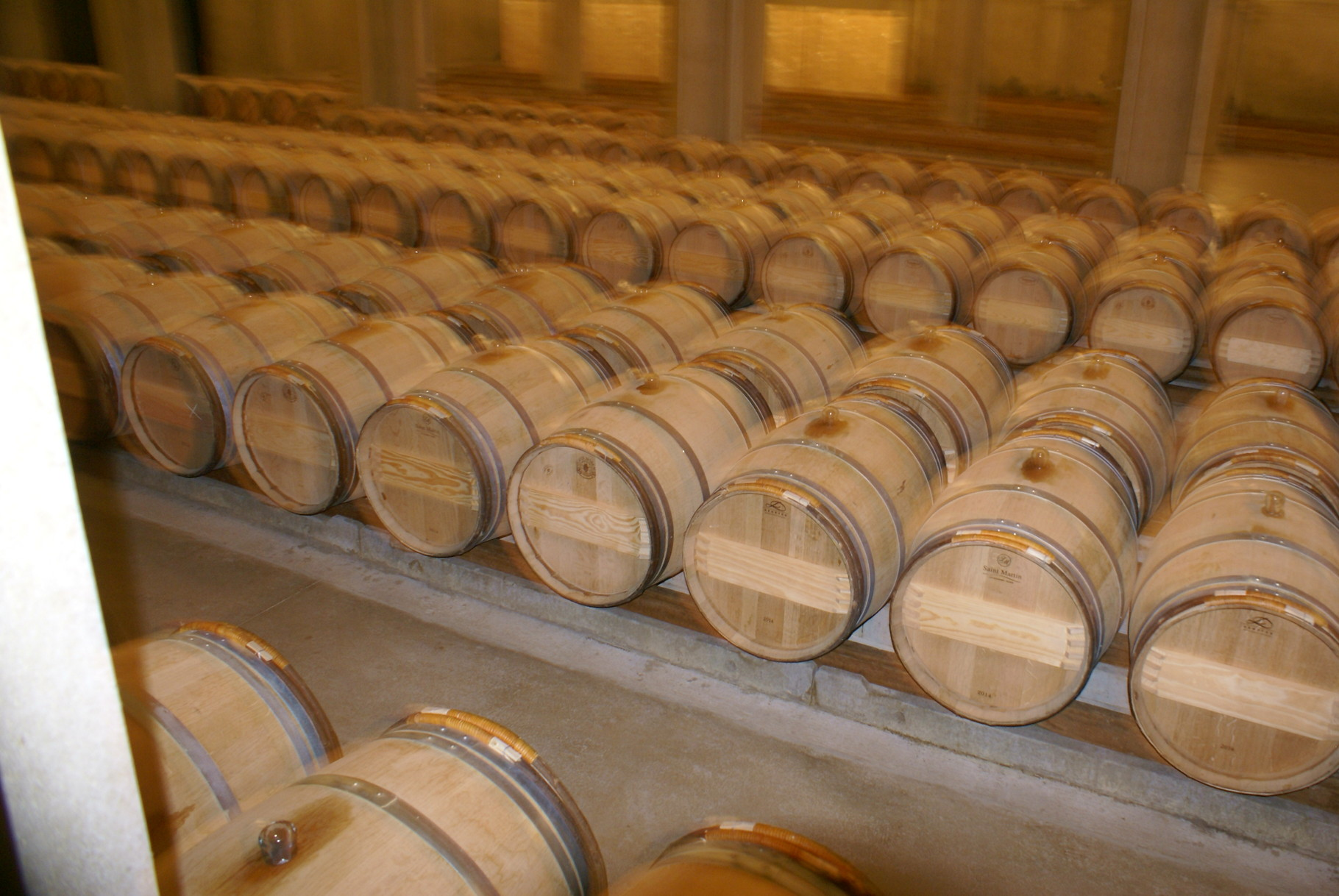 Le chais souterrain où le vin séjourne pendant 14 à 15 mois