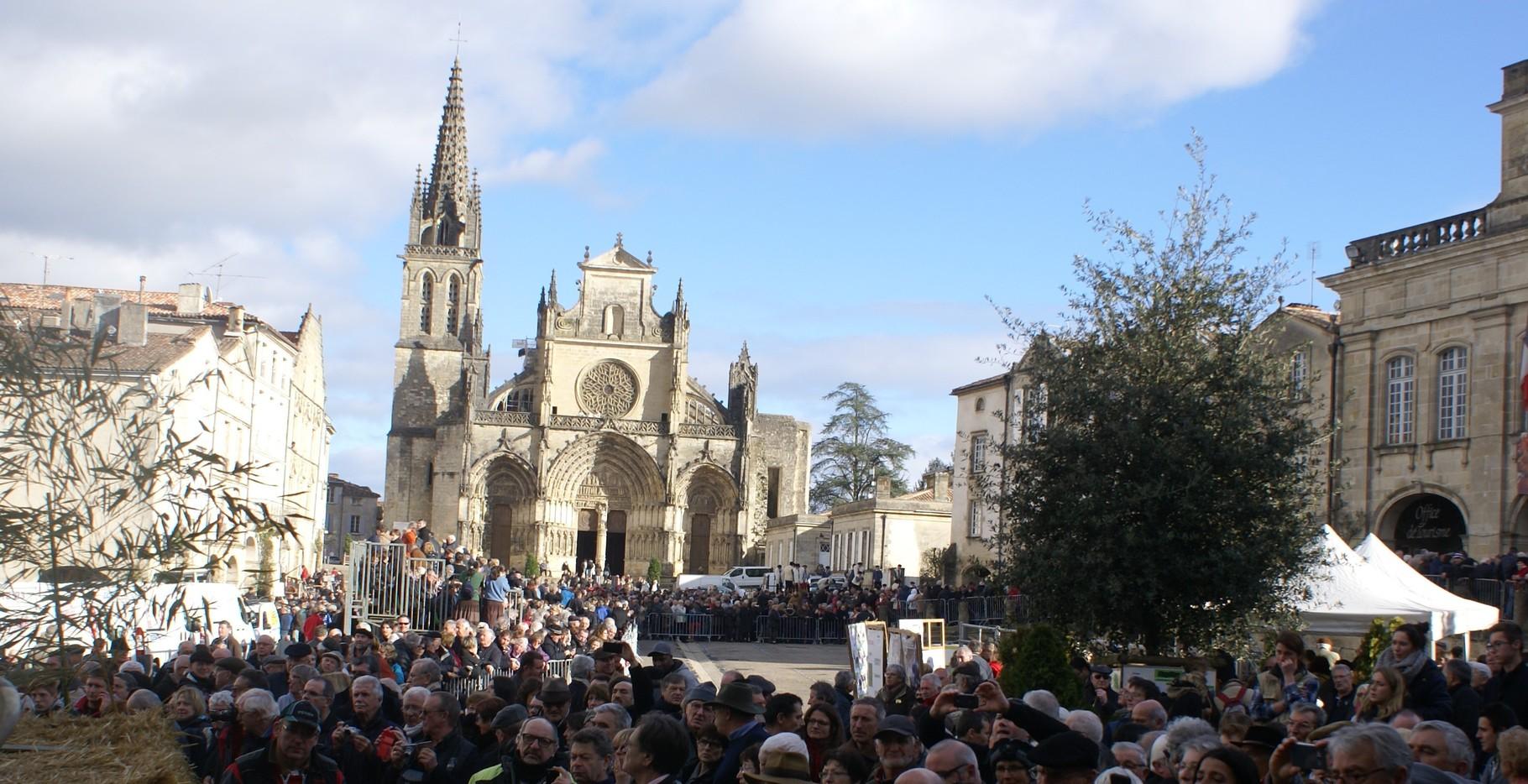 Sur la place de la cathédrale