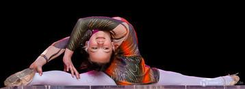 Junge Akrobatin auf der Hauptbühne auf dem Hauptmarkt beim Gothardusfest 2013 in Gotha