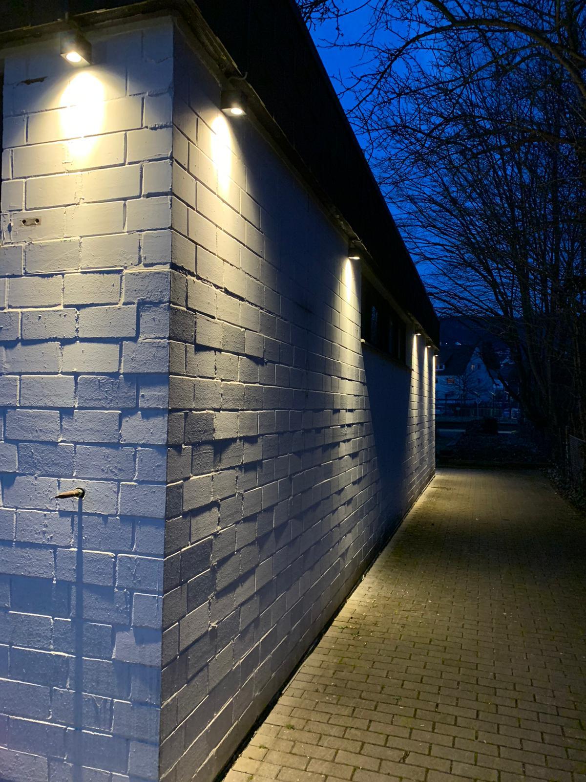 Neue Außenbeleuchtung zum Eingang der Bowlingbahn!