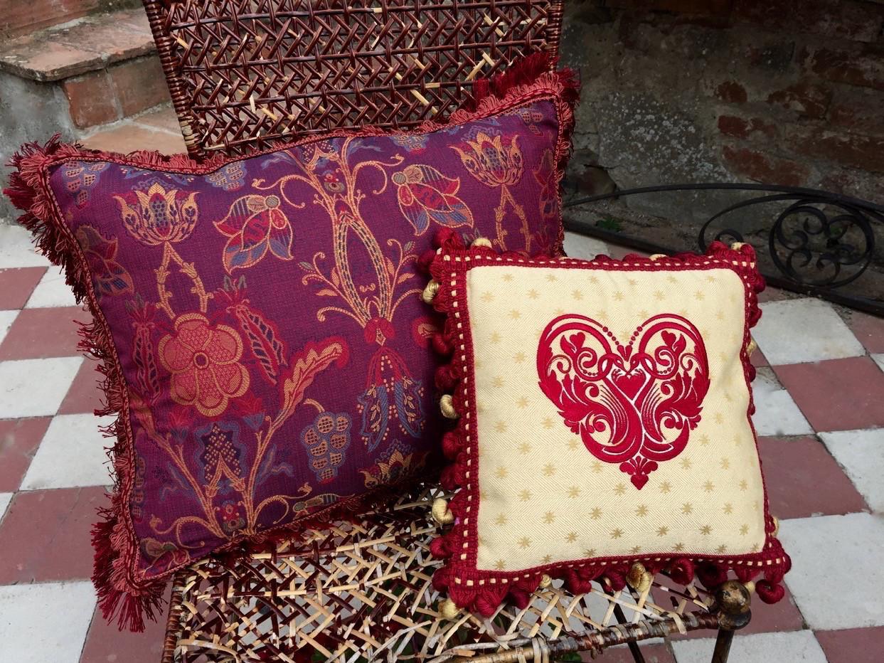 lieblings kissen pink satin stickerei embroidery ricamo. Black Bedroom Furniture Sets. Home Design Ideas