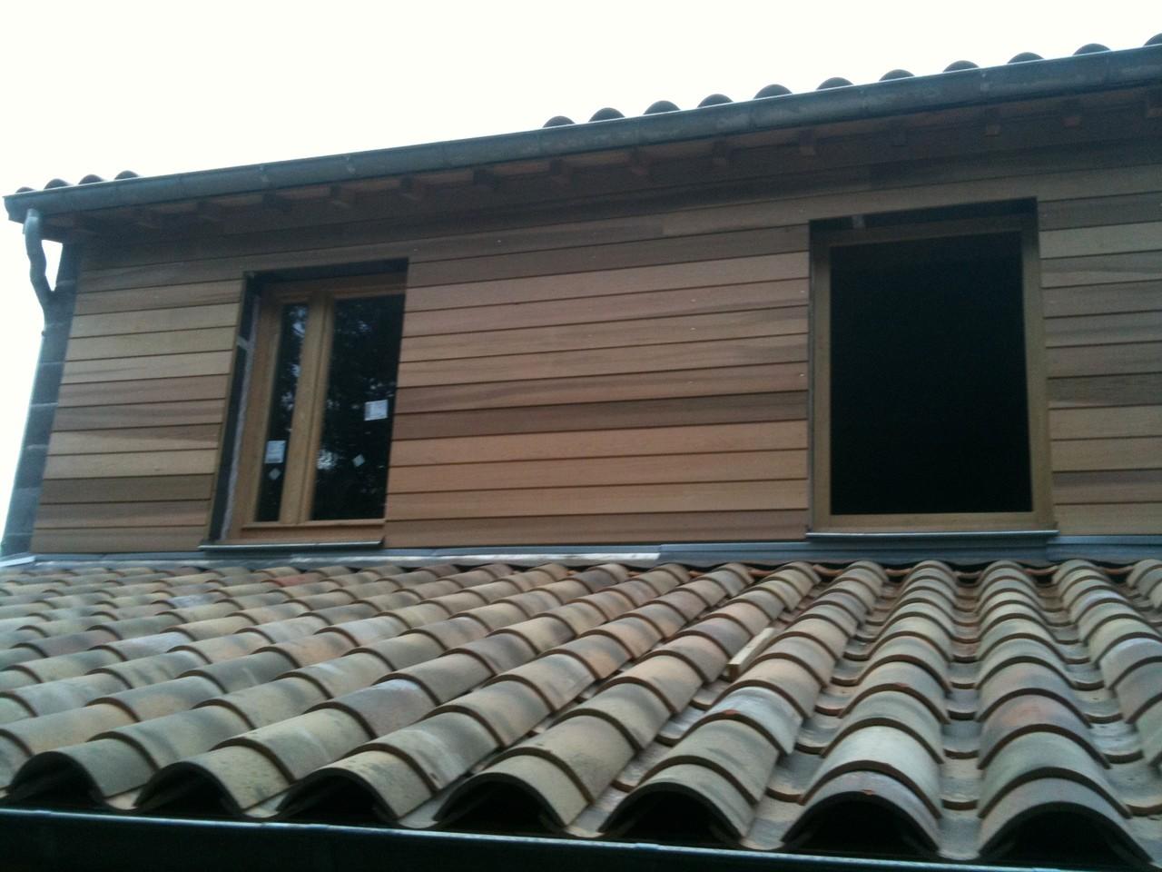 Bardage bois cèdre rouge maison neuve sur maçonnerie