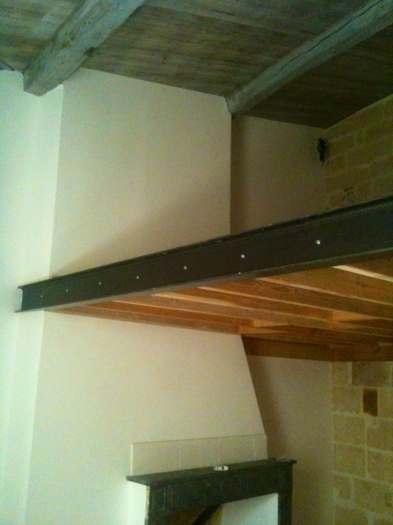 Faux plafond en bardage/ isolation laine de bois / poutre apparente/ parquet dalle en bois lamellé collé
