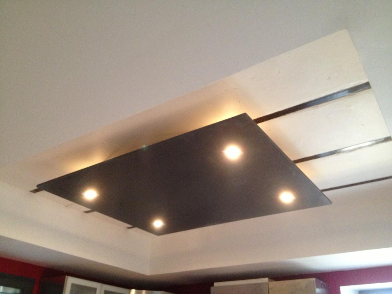 Création d'un faux plafond avec dégagement et vue sur l'ancienne structure dans cuisine
