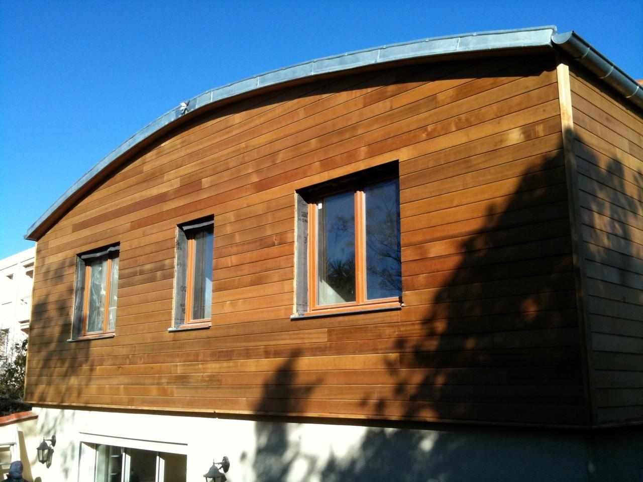 Bardage bois cèdre rouge maison réhaussé structure bois