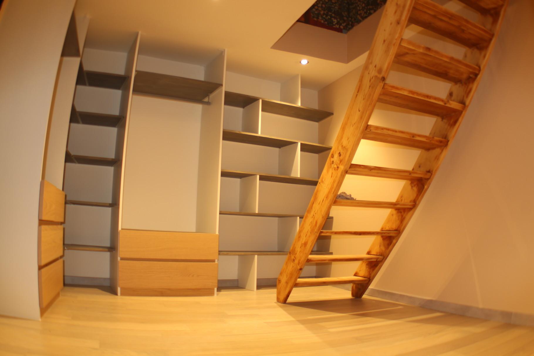 Dressing sur mesure, parquet chêne, isolation phonique,rénovation escalier