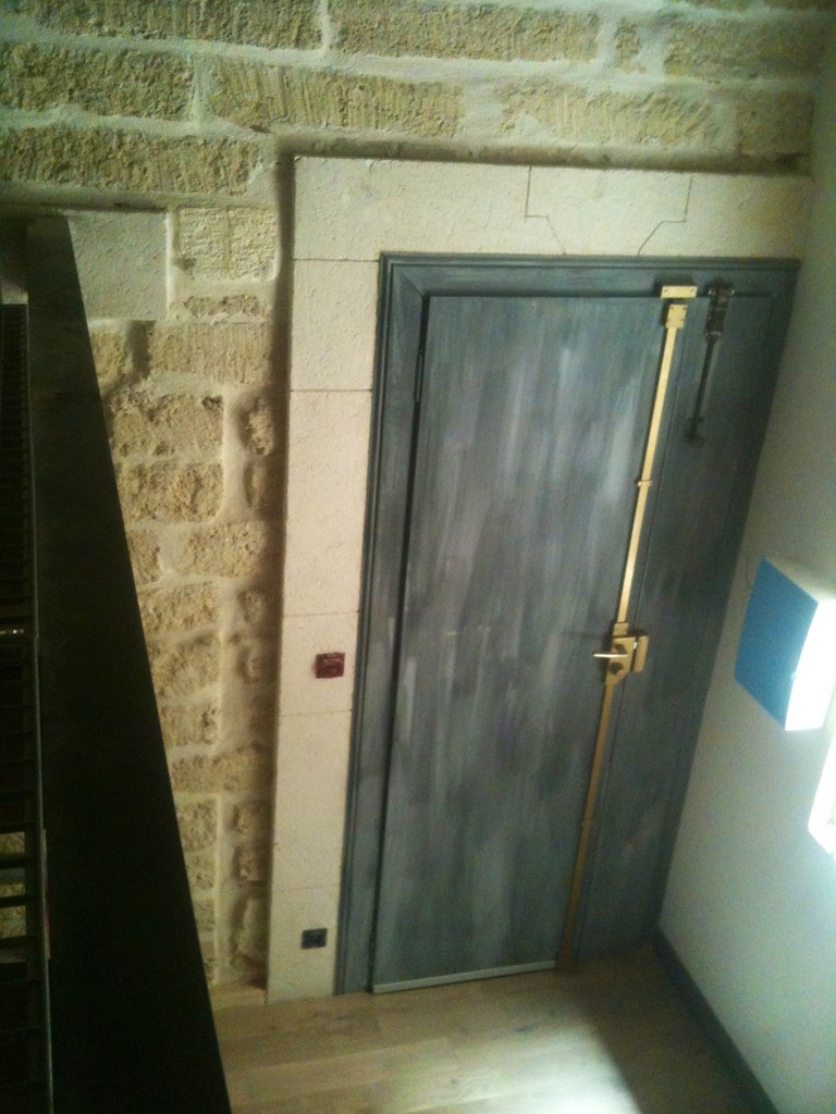 Rénovation porte et crétion fausse pierre en platre et chaux (technique traditionnelle)