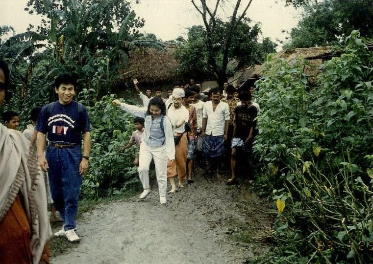 懐かしい写真:1994年の現地訪問。ぬかるみに足を取られて、大変でした。
