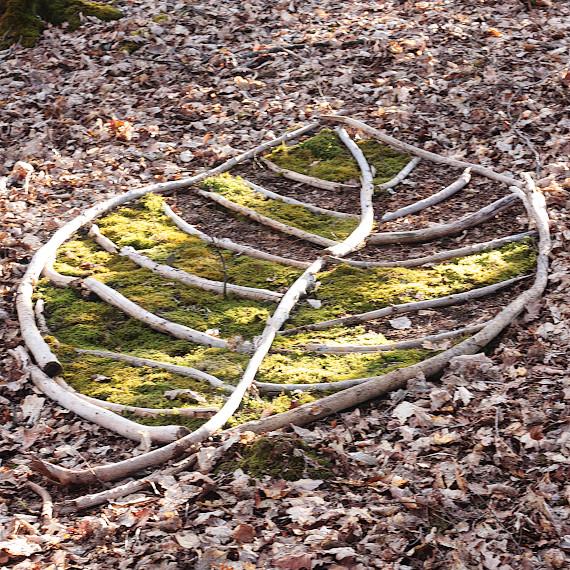 Landart Kunst Floristik Backhaus Ahornblatt design Gummersbach Natur Natürlichkeit Landart Kunst Floristik Backhaus Ahornblatt Land-Art Landeskunst Landschaftskunst Natural-Sculptures Umweltkunst Zweige-Äste