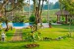 庭とプール