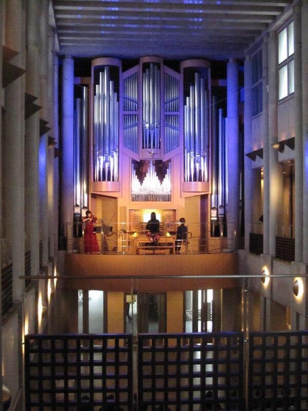 水戸芸術館 パイプオルガンとのコンサート  幻想的な空間でバッハなどを演奏しました。