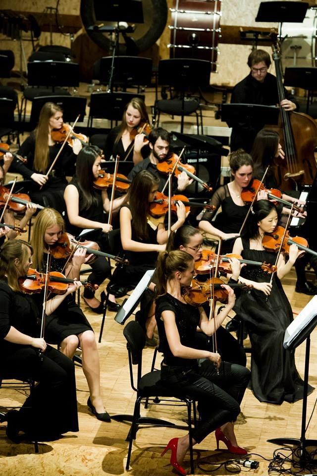 アムステルダム・コンセルヴァトワール・オーケストラの第二ヴァイオリン首席奏者としてオランダ全国を演奏ツアー。