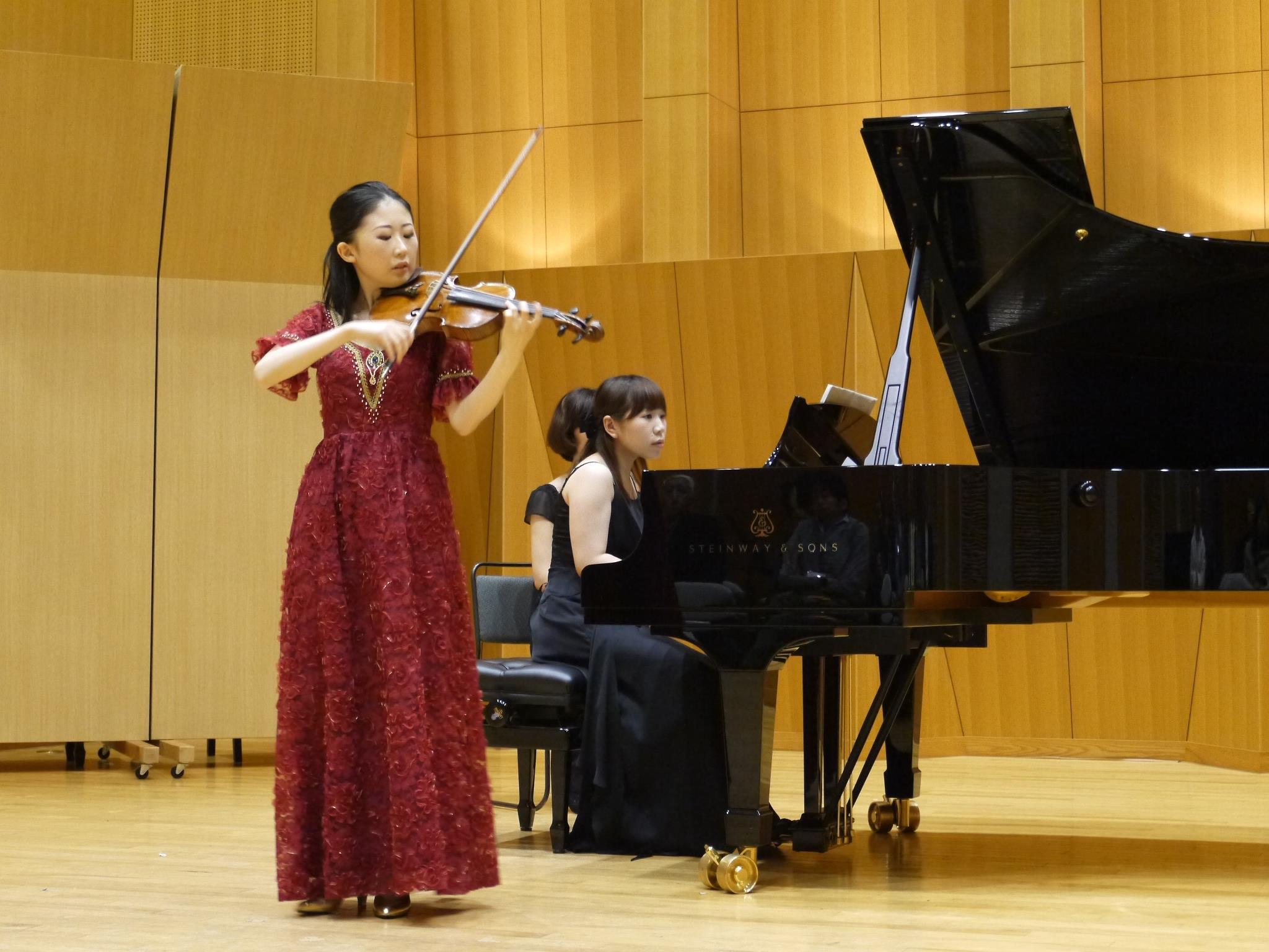 桐朋大学院修士課程でのリサイタルの模様 序奏とロンドカプリチョーソを弾いている瞬間です。