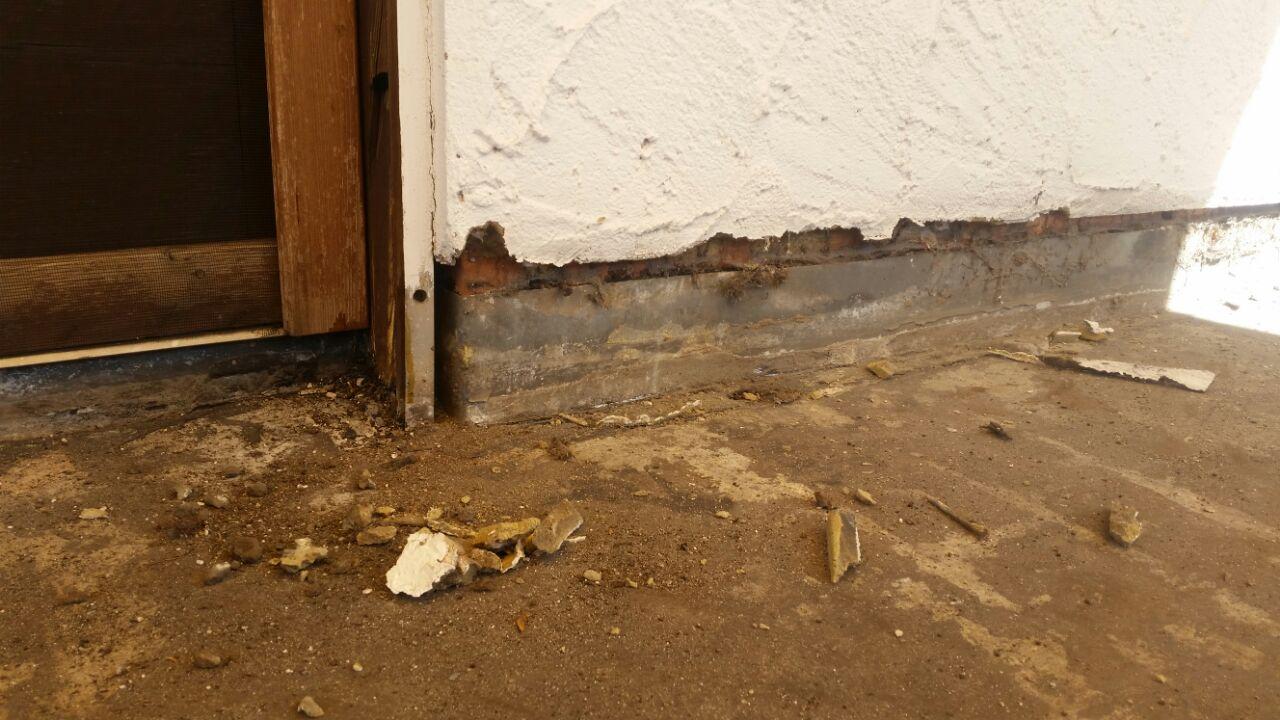 Wasser - und Feuchtigkeitsschäden am Hausanschluss eines Balkons - Mario Bogisch Bausysteme