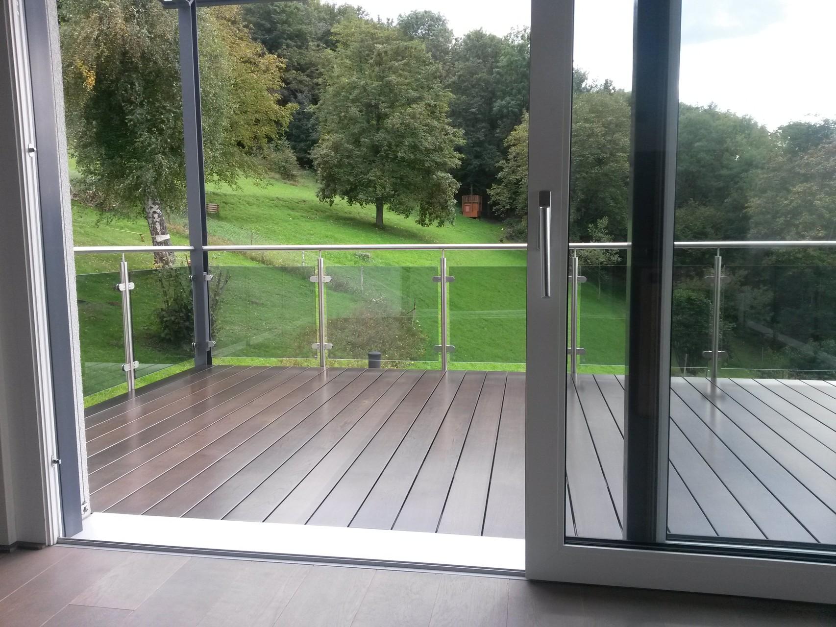 Sanierung eines Balkons mit Echtholzdielen 10Jahre Garantie, durchgängige Diele - Mario Bogisch Bausysteme