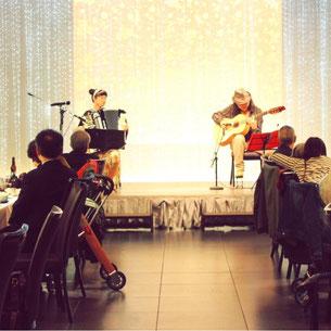 北九州市の老人ホームのイベントにてホテルで演奏