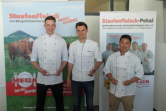 """Gabriel Schallmeir von """"Oettinger's Restaurant"""" in Fellbach-Schmiden (1. Platz)  Wesarat Rohwer vom """"Maritim Hotel"""" Stuttgart (2. Platz) und  Philipp Blessing vom """"Colombi-Hotel"""" Freiburg (3. Platz)"""