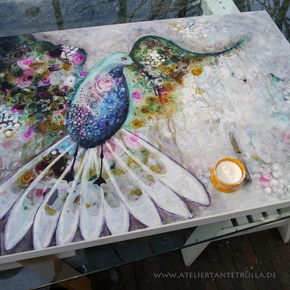 Kunstdruck bunte Taube auf weißem Untergrund