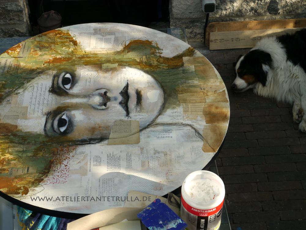 rundes Gemälde Frau