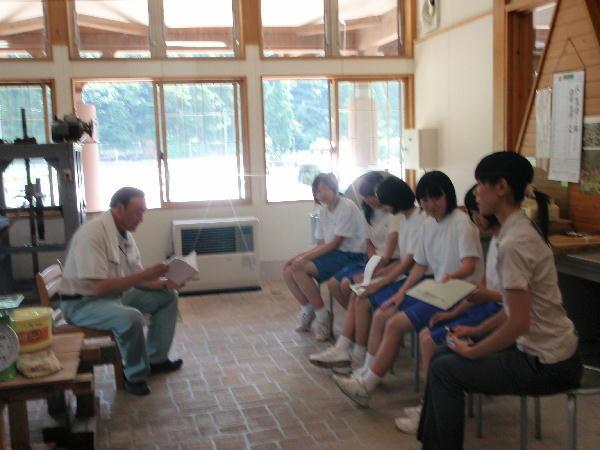 和紙の歴史、作業工程の説明、質問。