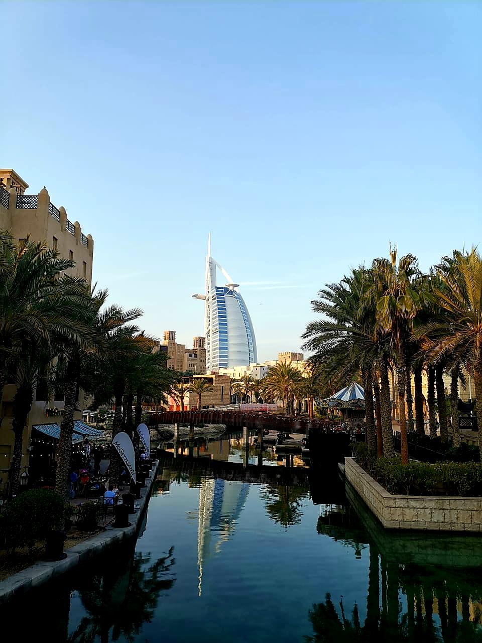 Von hier aus hast du einen wunderbaren Blick auf den Burj Al Arab